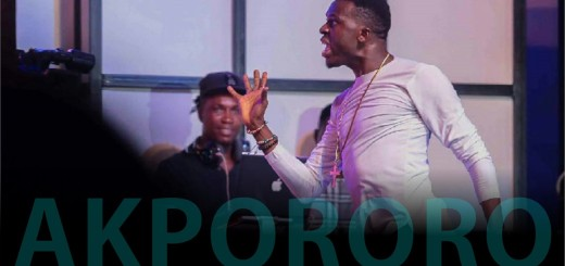 Video (Standup): Akpororo Tells Audience to Watch What They Sign